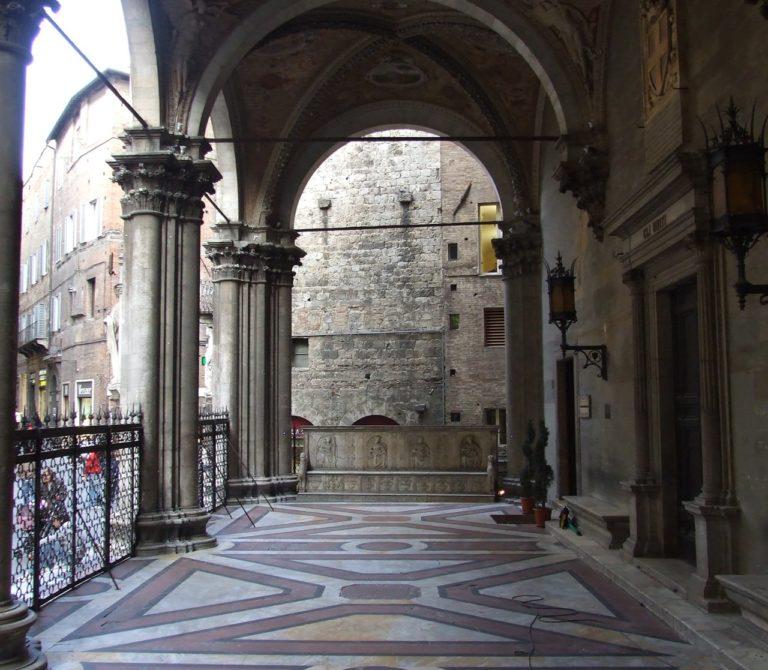 Loggia della Mercanzia a Siena
